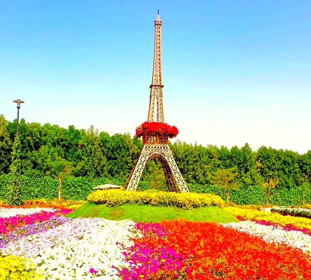 Eiffel Tower photographs at Dubai Miracle Garden.